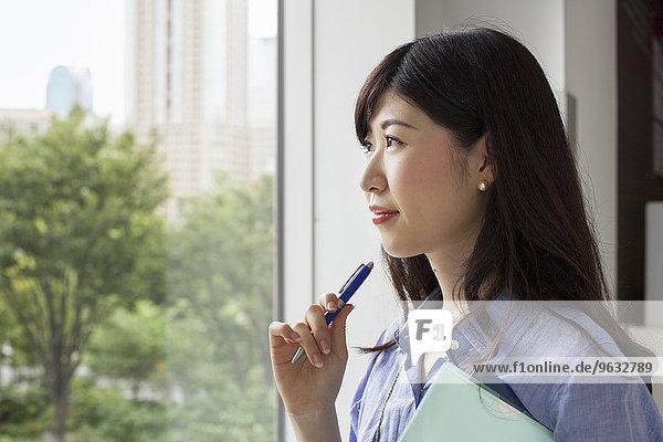 Frau arbeiten Gebäude Büro