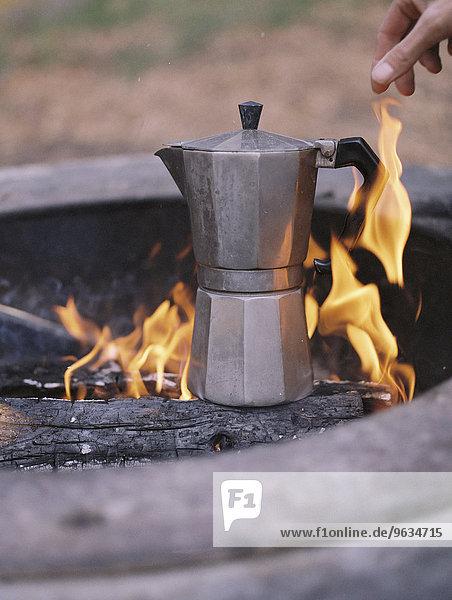 stehend über Feuer Außenaufnahme Espresso