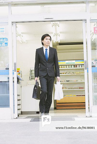 Geschäftsmann Laden jung aussteigen Zweckmäßigkeit japanisch
