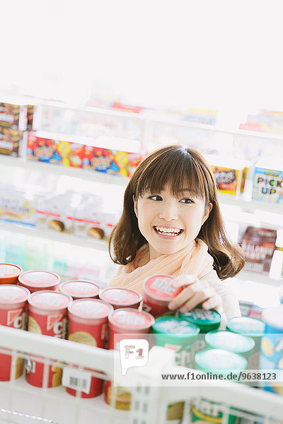 Frau Laden jung Zweckmäßigkeit japanisch
