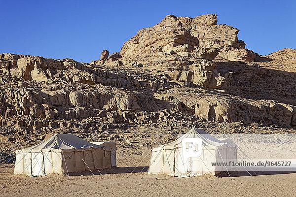 Zelte  Camp für Touristen  Felsen  Wadi Rum  Jordanien  Asien