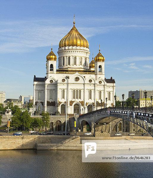 Christ-Erlöser-Kathedrale und Patriarshy-Brücke über den Fluss Moskwa  Moskau  Russland  Europa