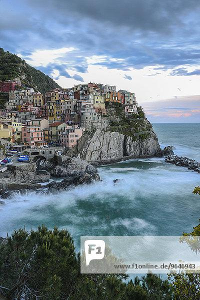 Abendstimmung  Fischerdorf Manarola  Cinque Terre  UNESCO-Weltkulturerbe  Italienische Riviera  Ligurien  Levante  Italien  Europa