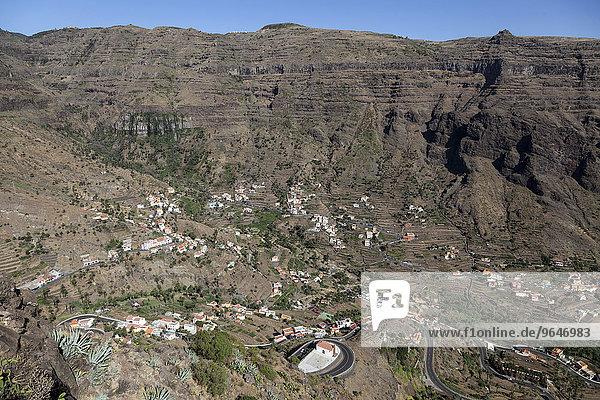 Ausblick vom Mirador Cesar Manrique auf Terrassenfelder und Häuser von Lomo del Balo und La Vizcaina  Valle Gran Rey  La Gomera  Kanarische Inseln  Spanien  Europa