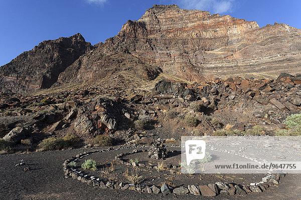 Steinkreis vor Risca de la Merica  La Playa Calera  Valle Gran Rey  Kanarische Inseln  Spanien  Europa