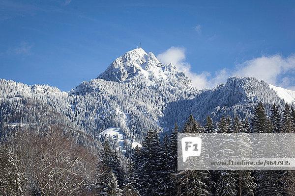 Wendelstein mit verschneitem Gipfel  Sicht aus Geitau  Oberbayern  Bayern  Deutschland  Europa