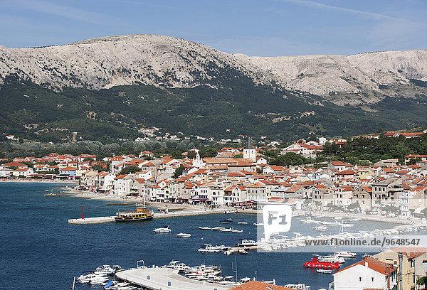 Bucht mit Fischerbooten  Boote im Hafen  Baska  Krk  Kvarner-Bucht  Adria  Kroatien  Europa