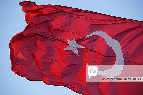 Türkische Fahne  Istanbul  Türkei  Asien