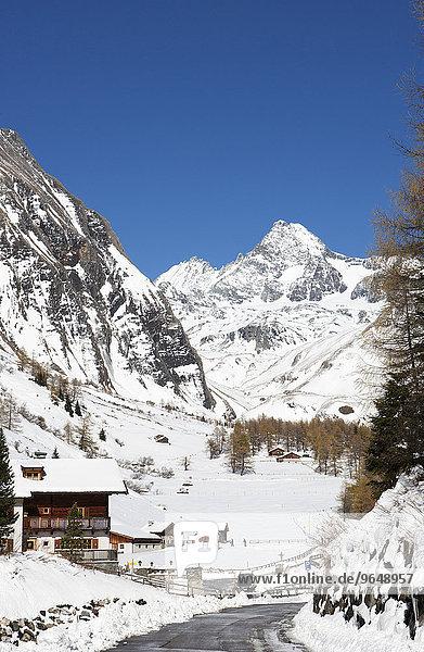 Ortsansicht  Kals am Großglockner  Kalser Tal  hinten Großglockner  Osttirol  Tirol  Österreich  Europa