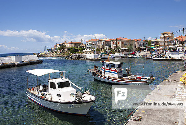 Fischerboote im Hafen  Agios Nikolaos  Mani-Halbinsel  Peloponnes  Griechenland  Europa