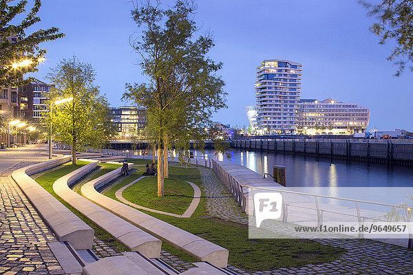 Wohnhochhaus Marco-Polo-Tower und Bürogebäude Unilever-Haus  Architekten Behnisch und Partner  Quartier Strandkai  Hafencity  Hamburg  Deutschland  Europa