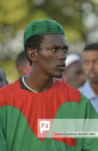 Porträt eines Derwischs vor dem Grab Hamed al-Nils  wöchentliche Derwisch-Zeremonie  Hamed al-Nil Friedhof  Kharthum  Sudan  Afrika