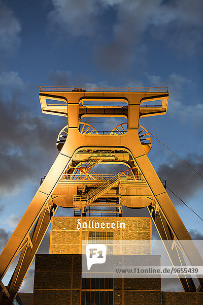 UNESCO Welterbe Zeche Zollverein  Doppelbock Fördergerüst  Schacht 12  Essen  Nordrhein-Westfalen  Deutschland  Europa