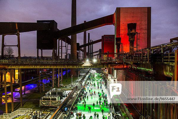 UNESCO Welterbe Zeche Zollverein  Kokerei Zollverein  Schlittschuhbahn  Essen  Nordrhein-Westfalen  Deutschland  Europa