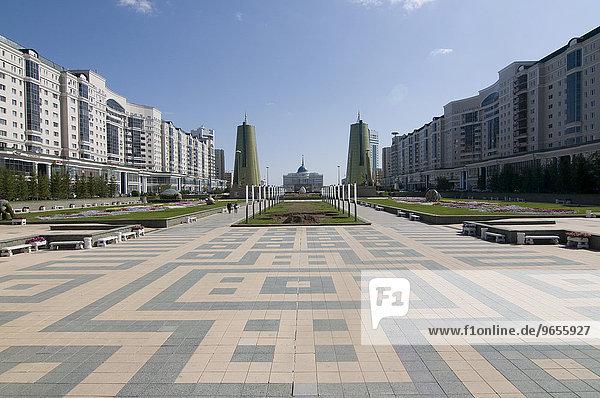 Moderne Architektur am Bajterek-Turm  Astana  Kasachstan  Zentralasien  Asien