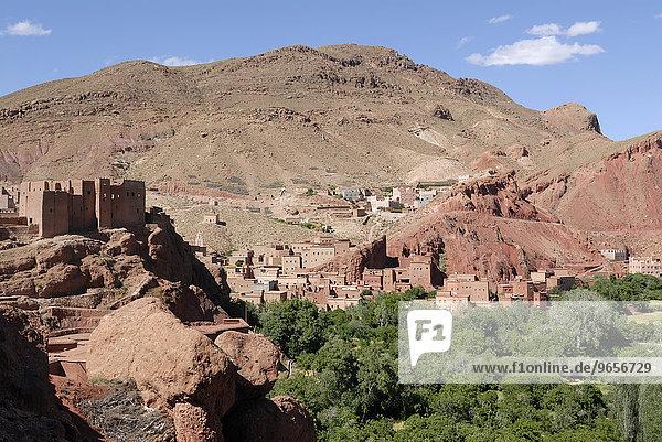 Eine Kasbah in der Dades-Schlucht  Marokko  Afrika