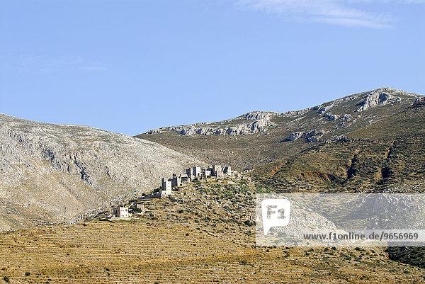 Das mittelalterliche Dorf Vathi mit seinen Wehrtürmen im Mani  Peleponnes  Griechenland  Europa