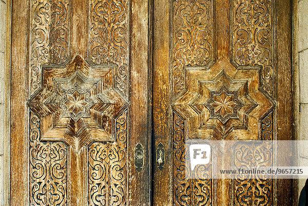 Eingangsportal an einem alten Haus in Kairo  Ägypten  Afrika
