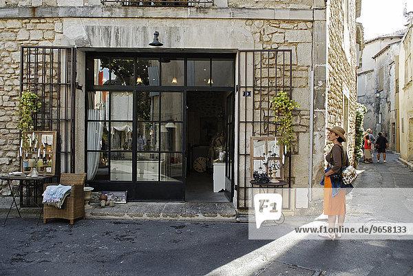 Antiquitätenladen in St. Rémy de Provence  Provence  Frankreich  Europa