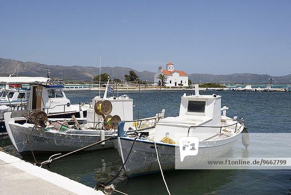 Fischerboote im Hafen  Elafonisos  Ionische Insel  Peloponnes  Griechenland  Europa