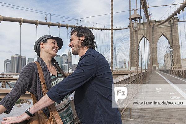 Fröhlichkeit Brücke flirten