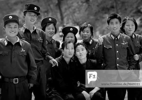 lächeln Soldat mischen jung Mixed Nordkorea