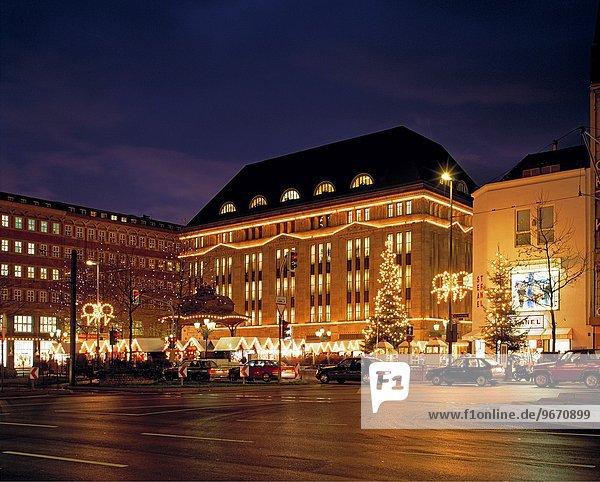 Kaufhaus Nacht Düsseldorf Nordrhein-Westfalen Deutschland Rheinland Weihnachtsmarkt