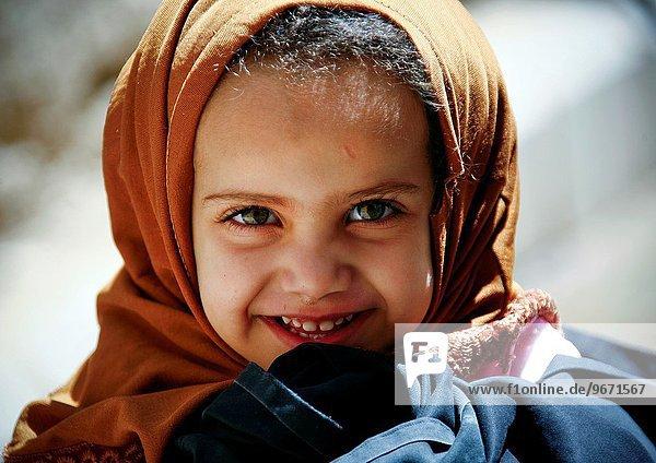 lächeln klein Mädchen Jemen