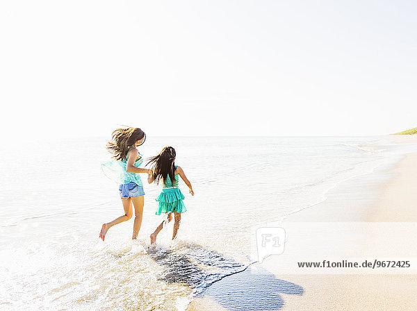 Zusammenhalt Strand Zeit Geld ausgeben Tochter Zeit verbringen