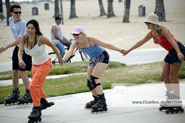 Vereinigte Staaten von Amerika USA Frau Skateboardanlage Kalifornien Venice Beach