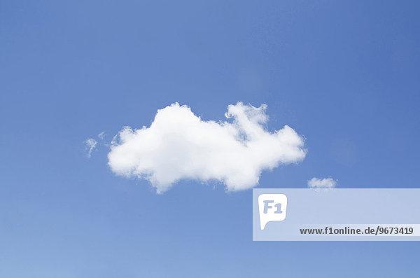White cumulus cloud in clear blue sky