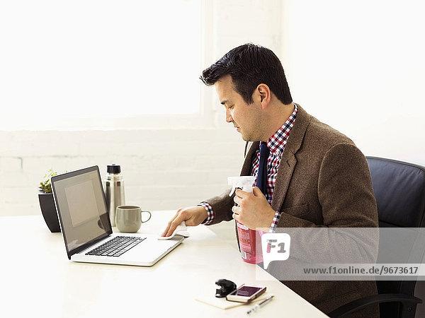 Notebook Geschäftsmann Reinigung Büro