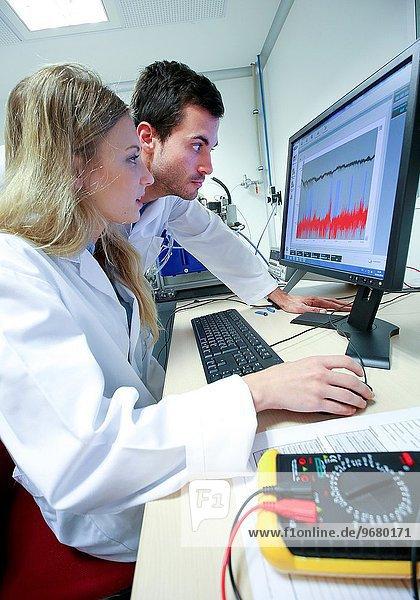 Labor Innovation CD compact disc Wasseroberfläche Forscher Forschung