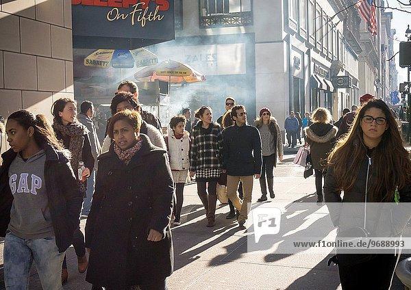 Tag Freitag Tourist Weihnachten Laden Allee neu