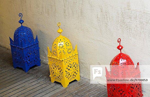 Farbaufnahme Farbe Großstadt Kunstwerk Laden verkaufen Granada Metall Marokko alt Spanien