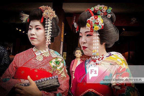Tradition Nachtklub streichen streicht streichend anstreichen anstreichend Kleidung Kleid Japan japanisch Kyoto