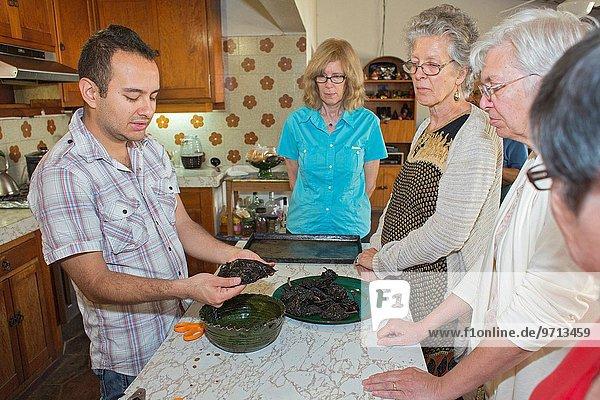 gebraucht kochen unterrichten gehen Produktion Tourist schwarz amerikanisch Student Mexiko Chile Oaxaca Kochrezept Rezept