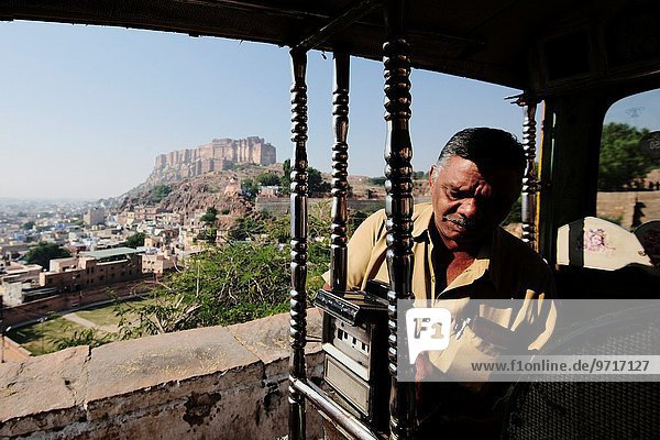 Richshaw parked begore heading back to Mehrangarh Fort.