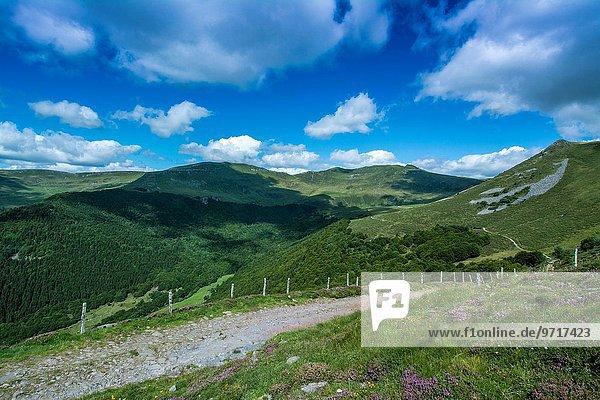 Frankreich Berg Tal Auvergne