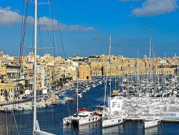 Boot vertäut Jachthafen Malta