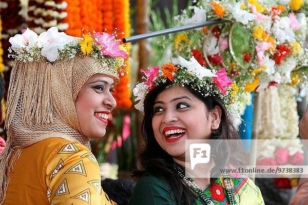 Dhaka 15 February 2015. Young Bangladeshi women decorate themselves with flowers during the 'Basanto Utsav' the first day of spring at Dhaka University Fine Arts Institution. Photo by palash khan.