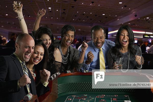 Freundschaft Begeisterung Glücksspiel Casino Würfeltisch Craps