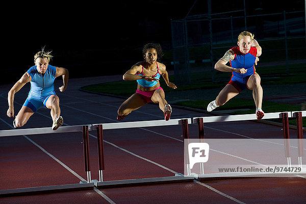 springen Läufer Hürde