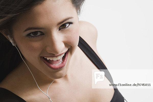 Frau zuhören Kopfhörer mischen Gesang Mixed