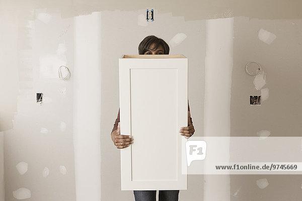 Frau, Zimmer, Tür, halten, mischen, Schrank, Mixed, unvollständig