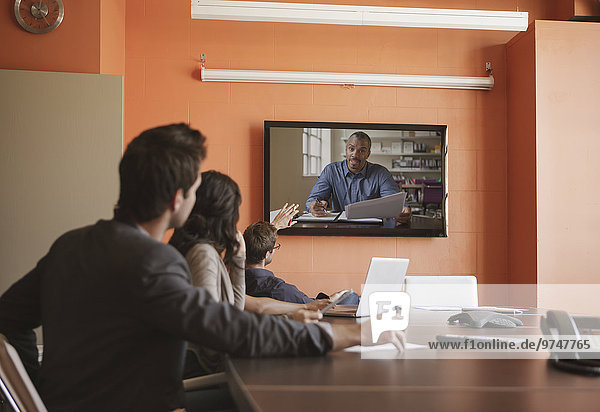 Mensch Menschen Geschäftsbesprechung Besuch Treffen trifft Videokonferenz Business