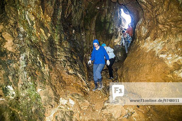 Felsbrocken Europäer Mensch Menschen Forschung Anordnung Höhle
