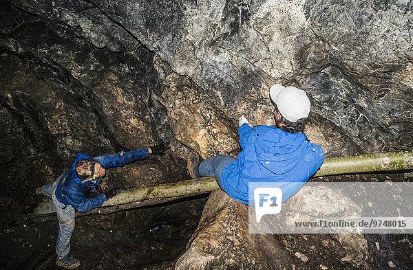 Bergsteiger Felsbrocken Europäer Forschung Anordnung Höhle