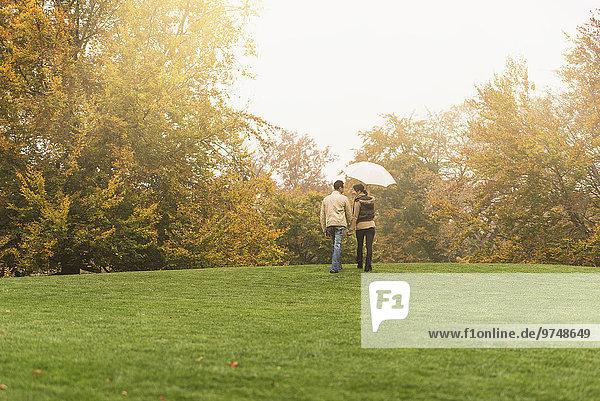 gehen Regenschirm Schirm