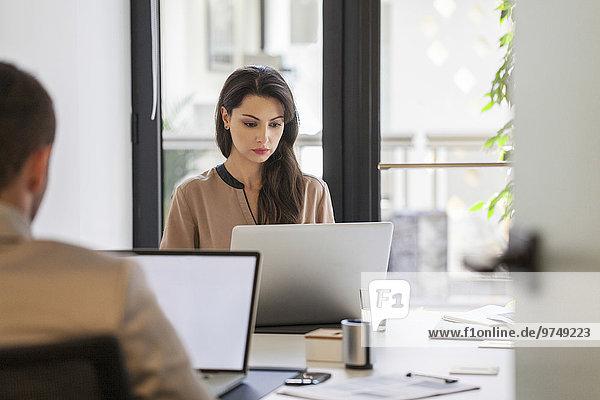 Europäer Schreibtisch Mensch Büro Menschen arbeiten Business
